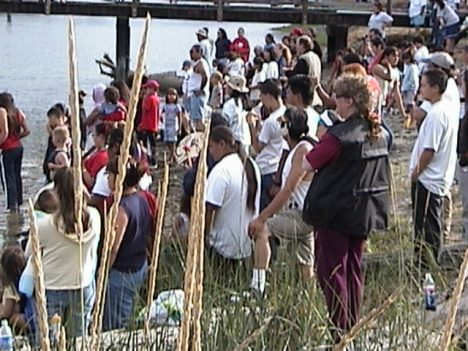 Welcome party greets canoes at Swinomish 2001