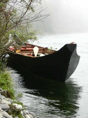 Elwha Canoe - photo by Tor Parker