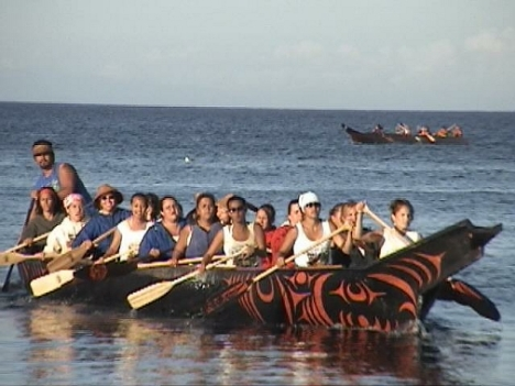 Elwha Spirit Canoe. Photo by Sue Charles/NW Native Media. Copyright 2005